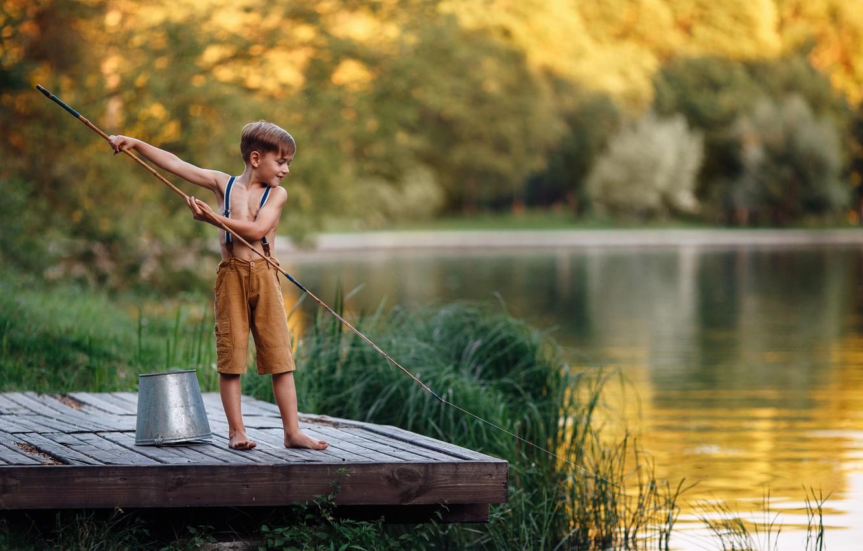 malchik reka rybalka vedro leto